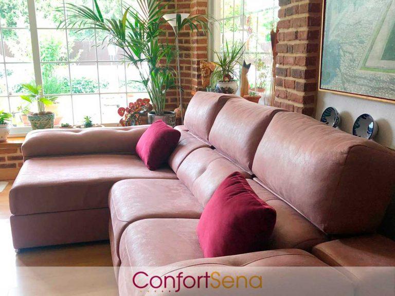 sofá con chaise longue en Granada de los clientes de ConfortSena
