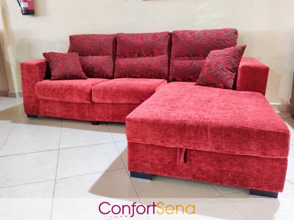 sofá rojo con chaise longue en Granada
