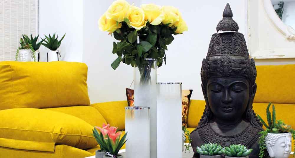 decoración gris y amarillo en tienda de decoración en Granada ConfortSena