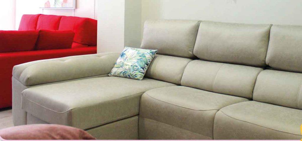 sofá en Granada de diseño, buena calidad y precio de color claro